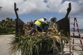 Arriva l'uragano Dorian, italiani via dalle Bahamas e allerta in Florida
