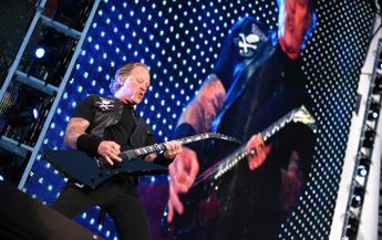 Problemi con l'alcol per il cantante, stop al tour per i Metallica