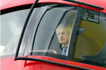 Brexit, Johnson rientra a Londra