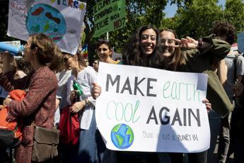 Fioramonti: Giustificare assenze studenti per proteste clima
