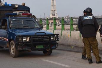 Pakistan, pullman precipita per guasto a freni