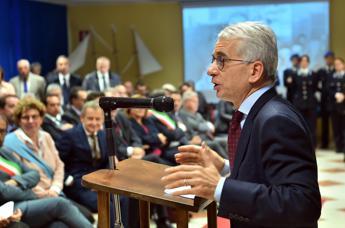 Ferri: Perchè Lotti non viene con Renzi? Chiedete a lui