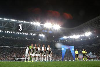 Biglietti gratis e ricatti, la Juve e la curva da incubo