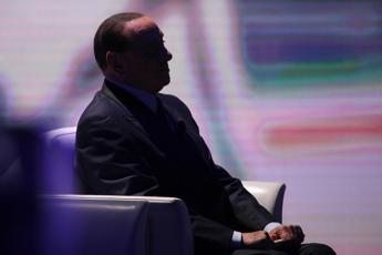 Berlusconi in silenzio punta agli indecisi