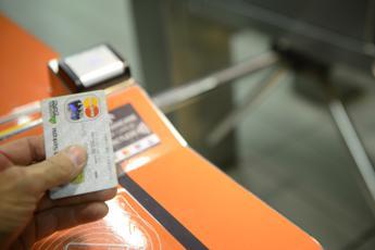 Pagamenti, eToro: 'A giovani piace cashless, più tutela per salute e preferito a contanti'