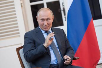 Putin si regala un aumento di stipendio per il compleanno