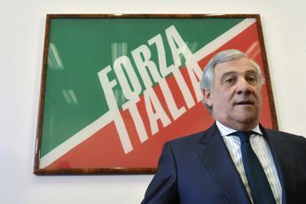 Tajani incrocia Renzi davanti a Palazzo Chigi: Ora è game open...