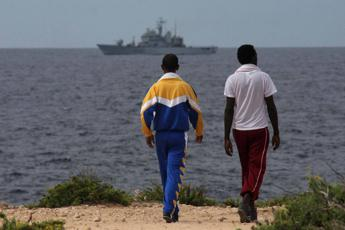 Migranti, Pd-Iv-Leu scrivono a Conte: Soluzione dignitosa per Lampedusa