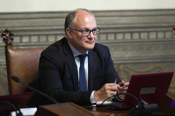 Gualtieri: No tassa su cash, ok a misure per famiglie e pmi