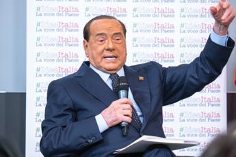 Berlusconi: Il 19 ottobre in piazza anch'io