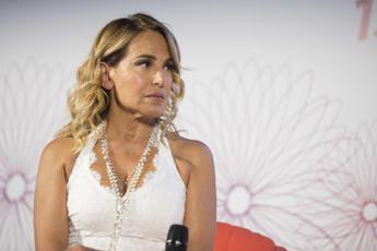 Barbara D'Urso 'chiude' di sera ma 'Domenica Live' si allunga