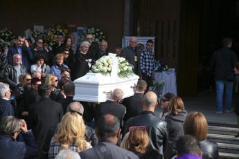 Bimbo morto a scuola, a Milano l'ultimo saluto a Leonardo