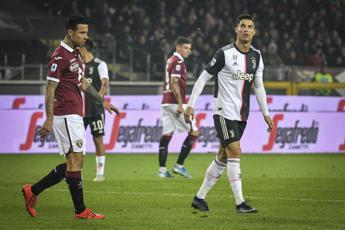 Contatto Izzo-Ronaldo, il derby continua sui social