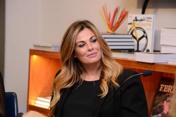 'Vanessa Incontrada a Sanremo', Twitter in pressing su Amadeus