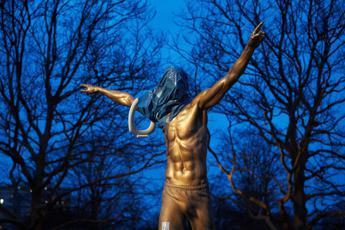 Tifosi Malmoe contro 'giuda' Ibrahimovic, statua incendiata