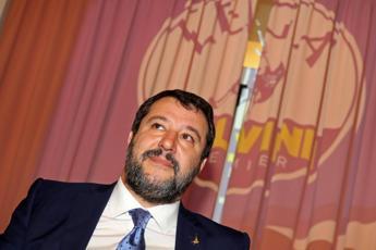 Salvini a Civitavecchia, intonano 'Bella ciao'