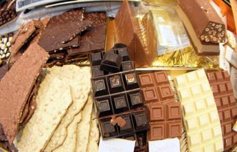 Rubate 20 tonnellate di cioccolato, è caccia al ladro goloso
