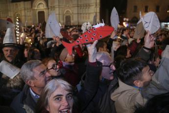 Da Genova a Sorrento, la carica delle Sardine in piazza