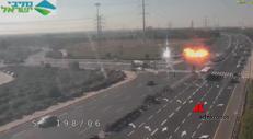 Razzo lanciato da Gaza centra l'autostrada e sfiora le macchine