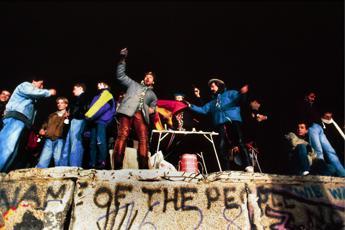 Parolin: Muro Berlino? Oggi se ne vogliono innalzare ovunque