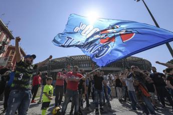 Ammutinamento, tutti contro i giocatori del Napoli