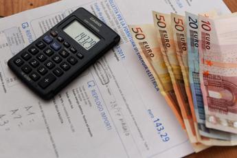 Energia, consumatori più tutelati con nuovi obblighi informativi Arera sui contratti