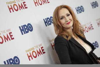 J.K. Rowling nella bufera per un tweet sulle persone transgender