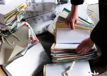 Rapporto Censis, italiani rassegnati su peso burocrazia