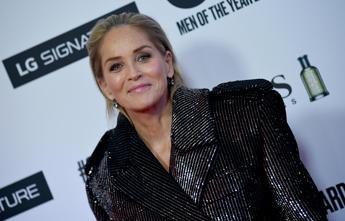 Sharon Stone 'scaricata': Espulsa da app di appuntamenti
