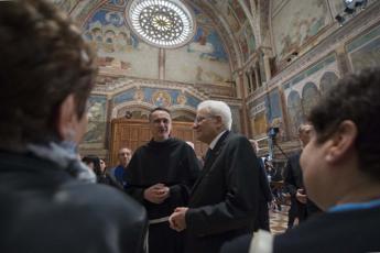 A Mattarella la 'Lampada della pace': E' riconoscimento all'Italia