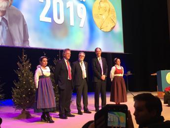 Nobel Medicina, i premiati citano insegnanti, famiglia e uno scienziato italiano