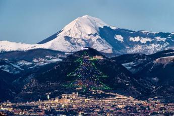 Natale, a Gubbio si accende l'albero più grande del mondo