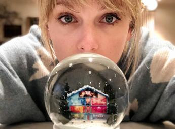 Musica: 'Christmas Tree Farm', Taylor Swift canta il Natale dell'infanzia