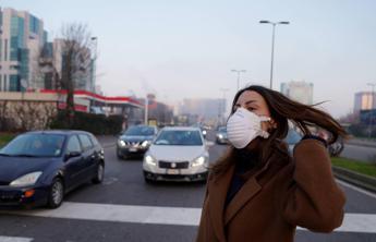 Smog 'allarmante' a Milano, da domani nuove restrizioni