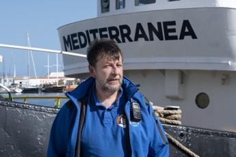 Casarini: Impossibile stop a soccorsi, morte in mare non è cura anti-Covid