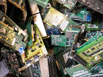 La 'miniera' nel cassetto, vademecum per gestire i rifiuti elettronici in casa