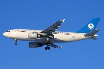 Afghanistan, aereo passeggeri precipita nella provincia di Ghazni