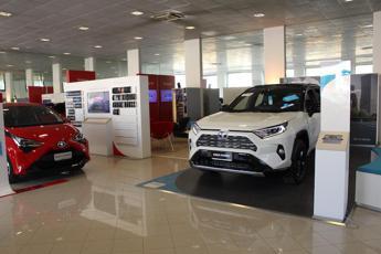 11 verità per scegliere l'ibrido elettrico Toyota