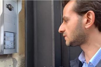 Consigliere M5S citofona a Lega: E' vero che qui ci sono 49 mln?/Video