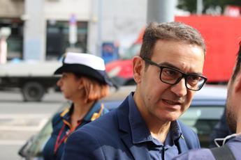 Roma, consigliere aggredito da ambulanti: colpito da testata