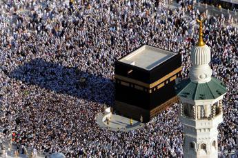 Coronavirus, stop ai pellegrinaggi alla Mecca