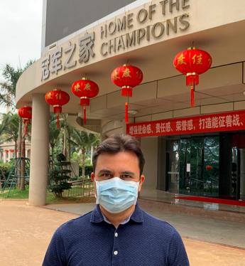 Hotel blindati e allenamenti con mascherine, il velista italiano in Cina