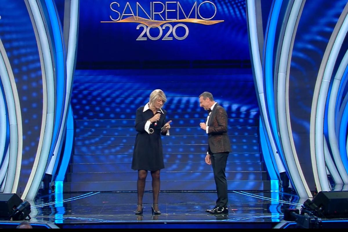 Sanremo, Fiorello en travesti accende la seconda serata