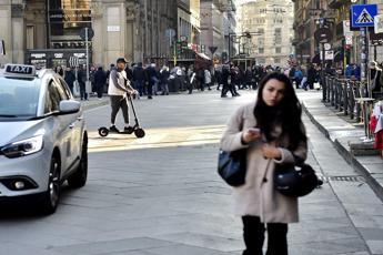 Dal monopattino elettrico al sushi take away, nuovo paniere Istat
