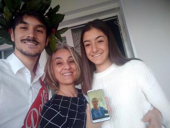 Coronavirus, si laurea via Skype: il papà ricoverato a Latina assiste in videochiamata