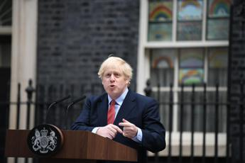 Boris Johnson: Indossate la mascherina