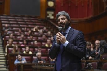 Troppi deputati in Aula, proteste alla Camera e interviene Fico