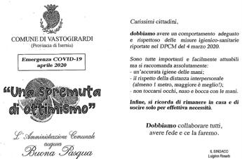 Coronavirus, alla Domenica delle Palme sindaco regala mascherine e 'una spremuta di ottimismo'