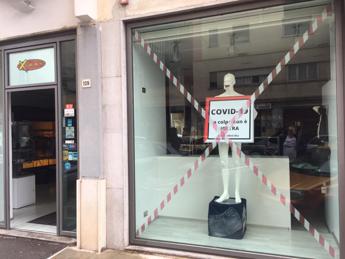 'Covid non è colpa nostra', in vetrina a Palermo la protesta dei commercianti