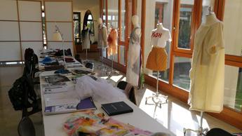 Il fashion design dell'Accademia di Frosinone sul set di 'Vivi e lascia vivere'